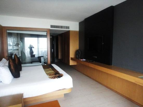 Novotel Phuket Kata Avista Resort and Spa: the bedroom and the transparent bathroom