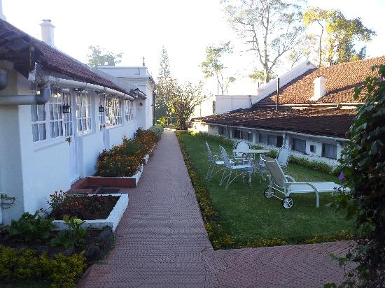 Taj Savoy Hotel, Ooty: Path from cottages to reception building
