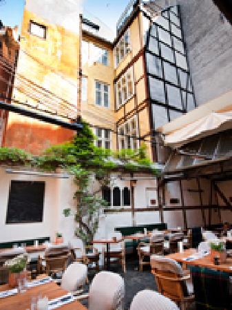 The courtyard in Restaurant Zeleste