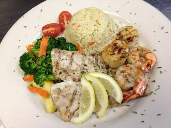 The Islander Grill & Tiki Bar: wed eve special