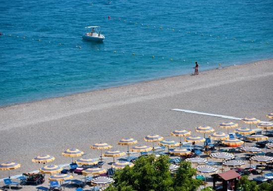 Giardini naxos si aggiudica la bandiera verde la spiaggia è
