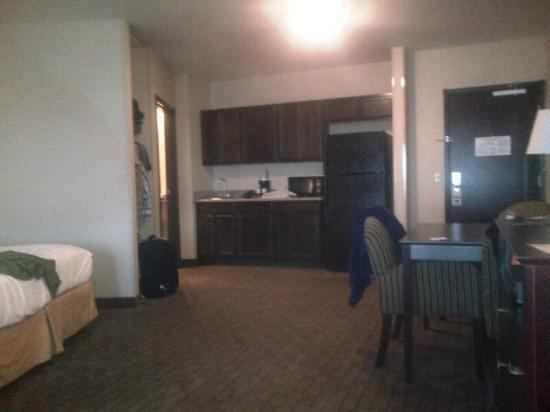 Holiday Inn Express Hotel & Suites Syracuse North - Airport Area : king room set up kitchen wow