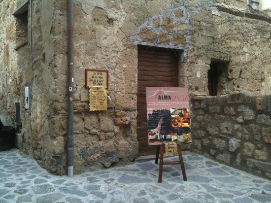 esterno ristorante - Foto di Alma Civita, Civita di Bagnoregio ...