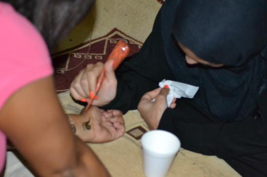 Al Badeyah Eyes Day Tours (ABET) Desert Safari: Henna Painting.