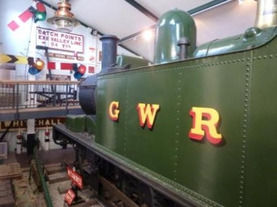 Тивертон, UK: 'Tivvy Bumper' loco 1442 on display in Tiverton Museum of Mid Devon Life