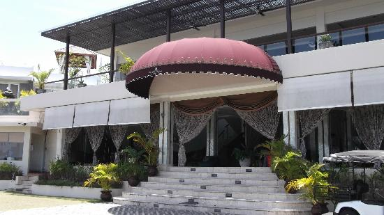 Nusa Dua Retreat and Spa: Reception, a comfortable waiting place.