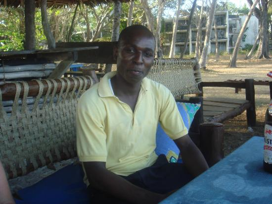 Diani Sea Lodge : Un serveur qui parle Français Charles YAA