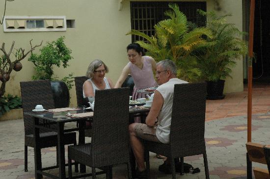 Check Inn Siem Reap: Let have breakfast