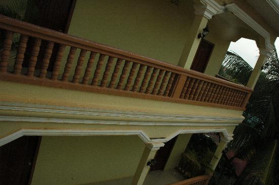 Check Inn Siem Reap: Exterior View