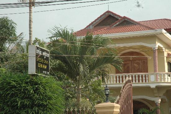 Check Inn Siem Reap: The Building View