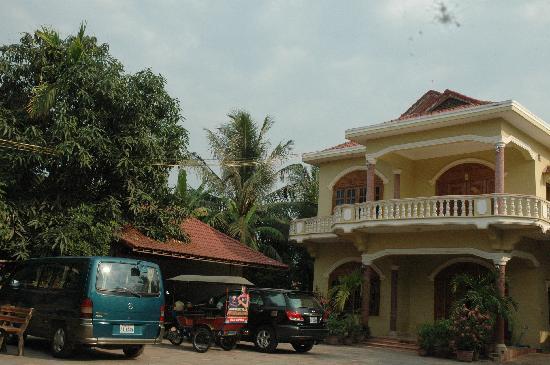 Check Inn Siem Reap: Facade View