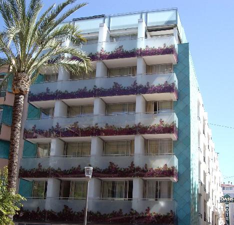Hotel Oasis Plaza: El Hotel da a dos calles