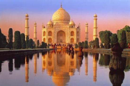 Taj Mahal: Das Taj v. Eingang gesehen, morgens