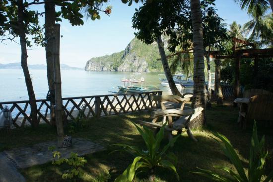 Coral Bay Resort: Garden view