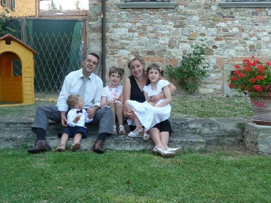 Pergolato di Sotto : This is the family that is waiting you , you are welcome !!!
