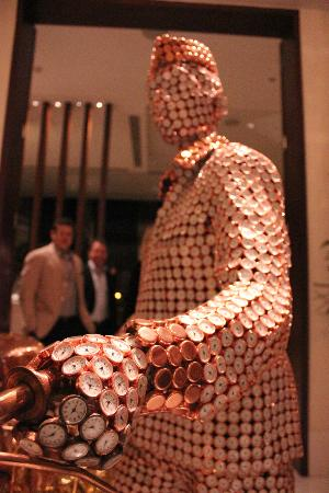 The Oberoi, Gurgaon: art in the lobby