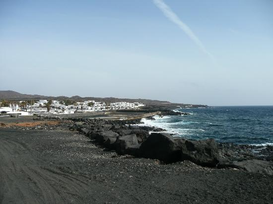 Casa Esquina del Mar: View of the little village of Los Cocoteros