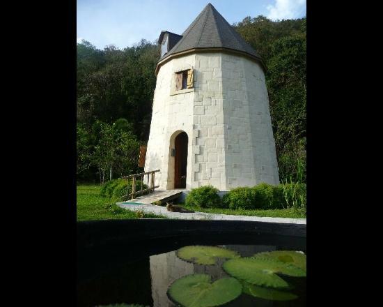 West Indies Cottage: Re beau moulin