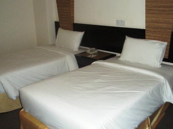 Wana Riverside Hotel: Twin bedroom