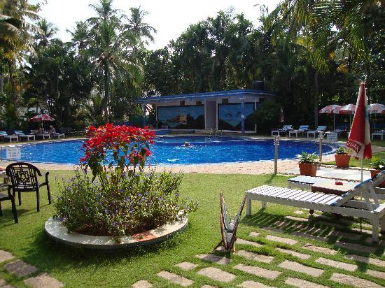 Akhil Beach Resort: pool view