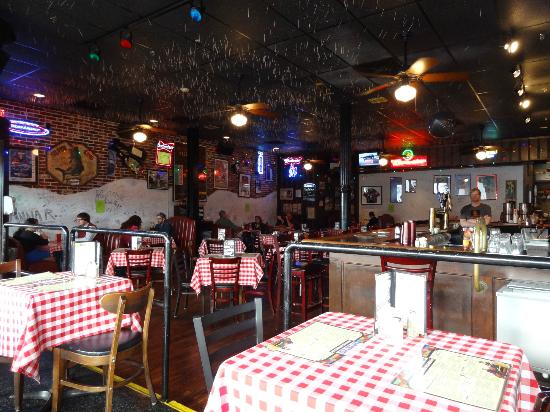 Huey's Downtown: Main bar - see roof