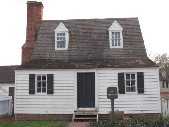 Colonial Houses-Colonial Williamsburg: Front of Masonic Kitchen