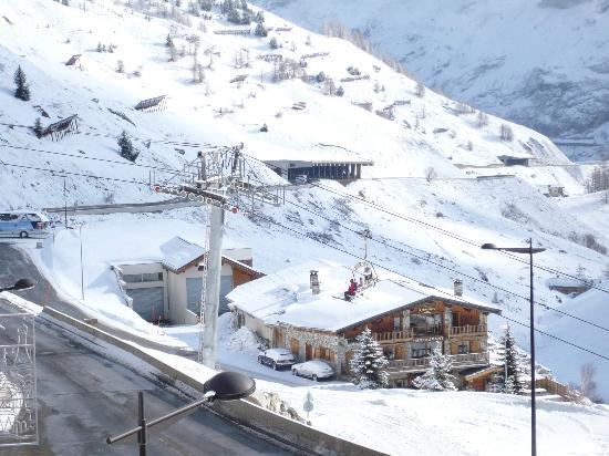 Village Club Cap'vacances Tignes: vue coté route