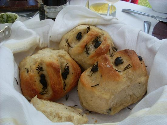 Indigo Fields Farm House and Spa : olive bread - all homemade fresh from the country oven