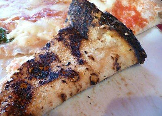Trianon da Ciro: fetta pizza bruciacchiata