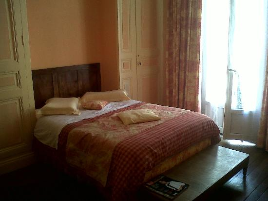 Hotel Vendome : spacious room and balcony