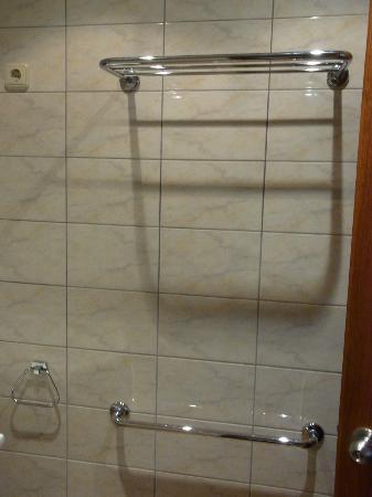 Monte Carlo Hotel : bathroom