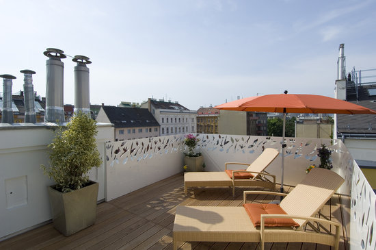 Hotel Rathaus Wein & Design : Terrace of our Atelier suite