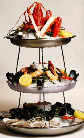 Blue Morel Restaurant: Seafood Raw Bar Tower