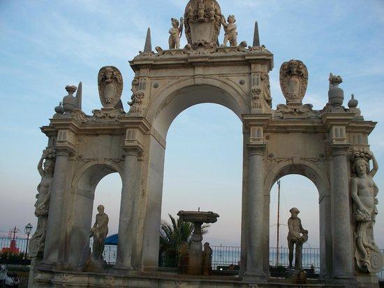 Fontana delll'Immacolatella (o del Gigante)
