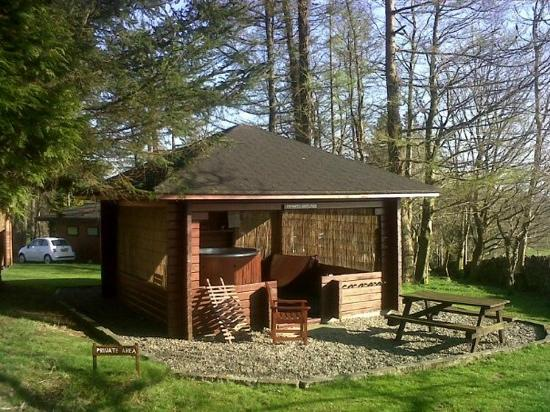 Conifers Leisure Park: Private Hot Tub at Lodge 13