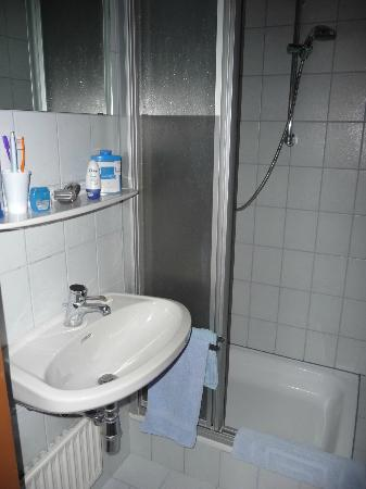 Waldrand: Shower room