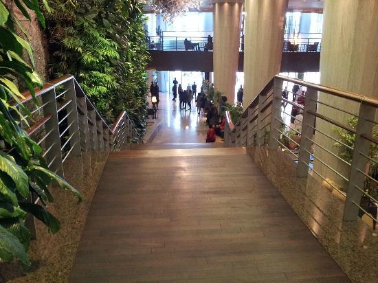 Sheraton Grande Walkerhill: hotel lobby