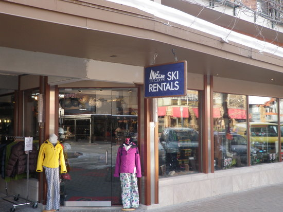 Incline Ski & Board Shop: Conveniently located next to the gondola