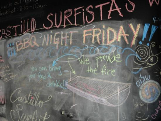 Castillo Surfista Hostel: visitors chalkboard