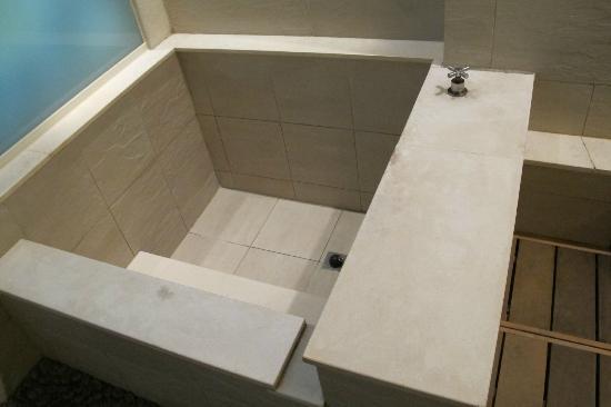 Sweetme Hotspring Resort: cold tub