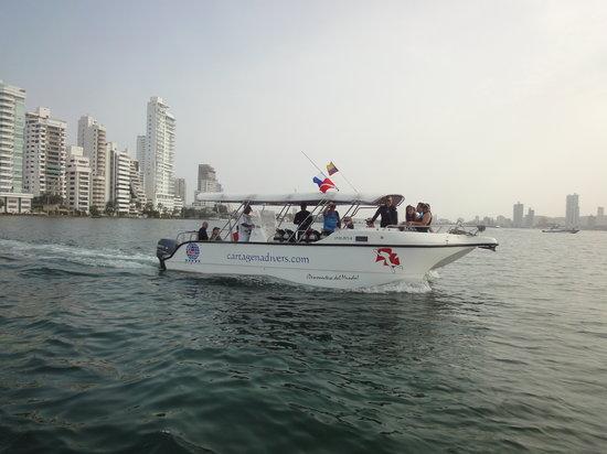 Cartagena Divers: Nuestro Bote Especial para Buceo