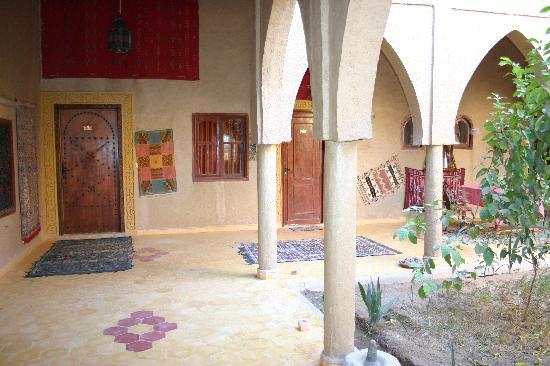 Guest House Merzouga: riad et jardin