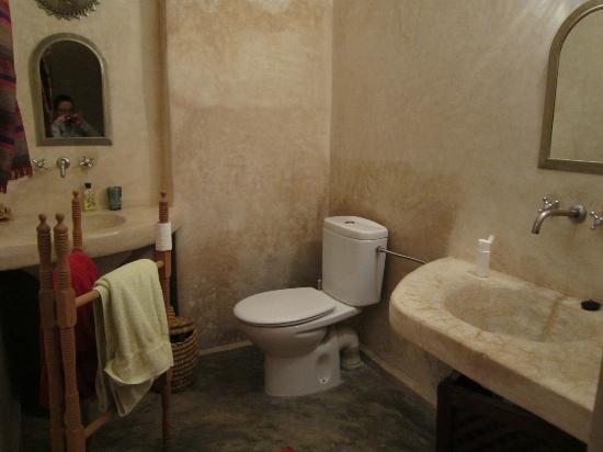 Riad Amanouz: baño de la habitación