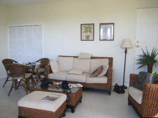 Villa Esencia: Living room and dinning room combined