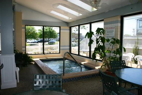 Hyannis Travel Inn: Whirlpool