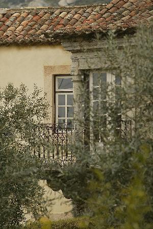 Casa do Castelo Novo: The 17th century granite balcon
