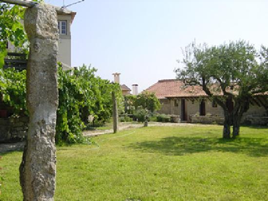Casa do Castelo Novo: Relax at the garden
