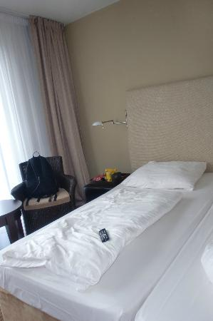 The Rilano Hotel Hamburg: Ein Teil des Doppelbettes