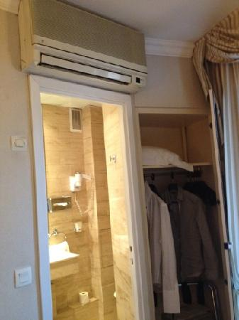 Hotel Elysees Paris: sdb wc chauffage