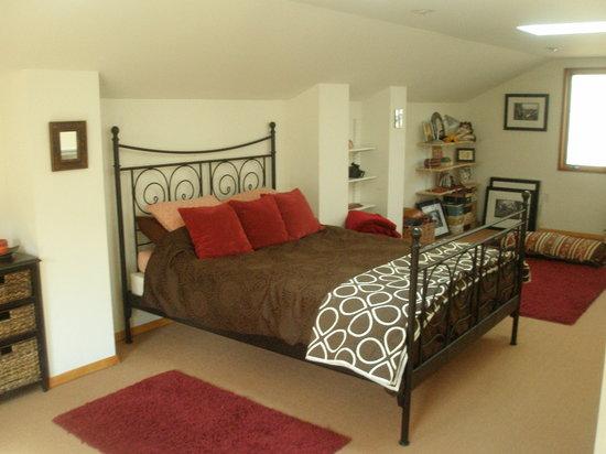 Lake Eden Events & Lodging: Studio bedroom